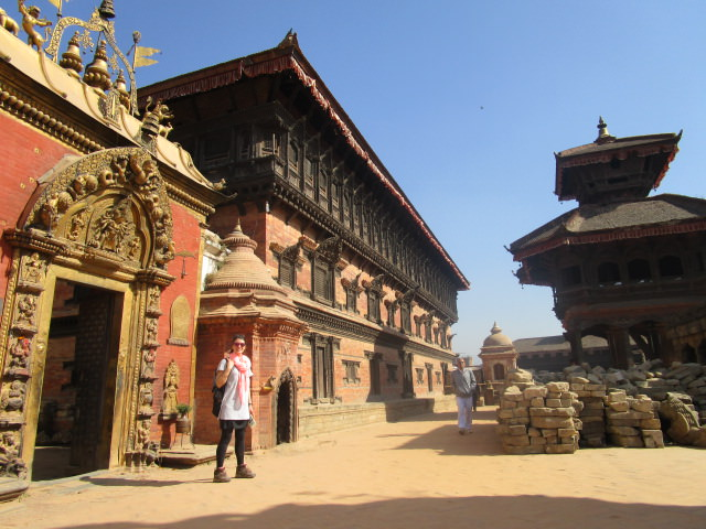 Joana dans les temples de Bhaktapur