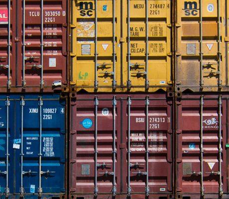 guillaume-bolduc-259596-unsplash-Containers
